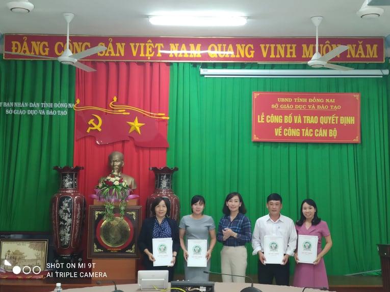 Sở Giáo dục và Đào tạo tổ chức Lễ công bố và trao quyết định về công tác cán bộ.